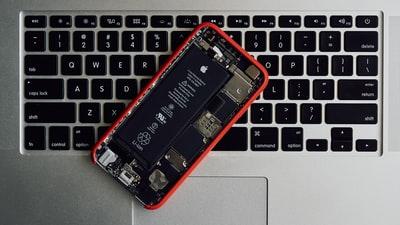 iPhoneXのバッテリー交換が一番スムーズにできる方法は?費用やかかる時間について解説