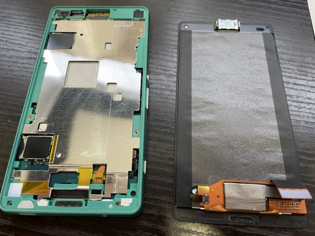 Xperia Z3 Compact 画面割れ タッチ不良 液晶不良 画面交換 画面修理 修理 新宿