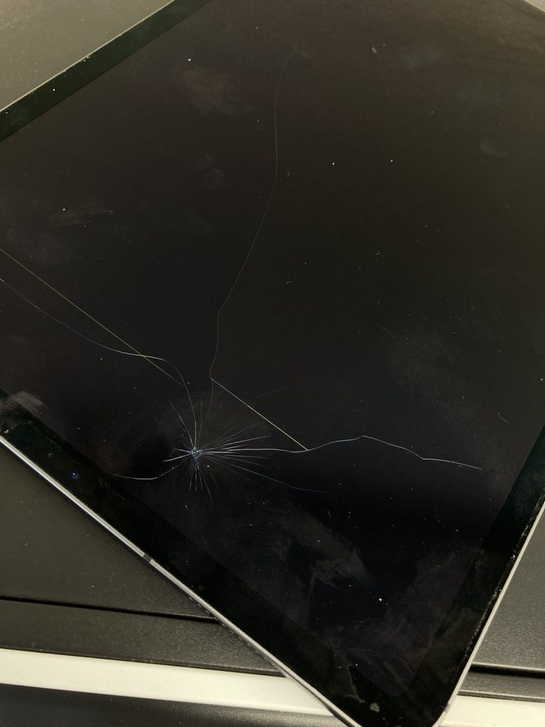 iPad Pro11 液晶不良 液晶割れ 液晶交換 画面割れ 画面交換 修理 新宿