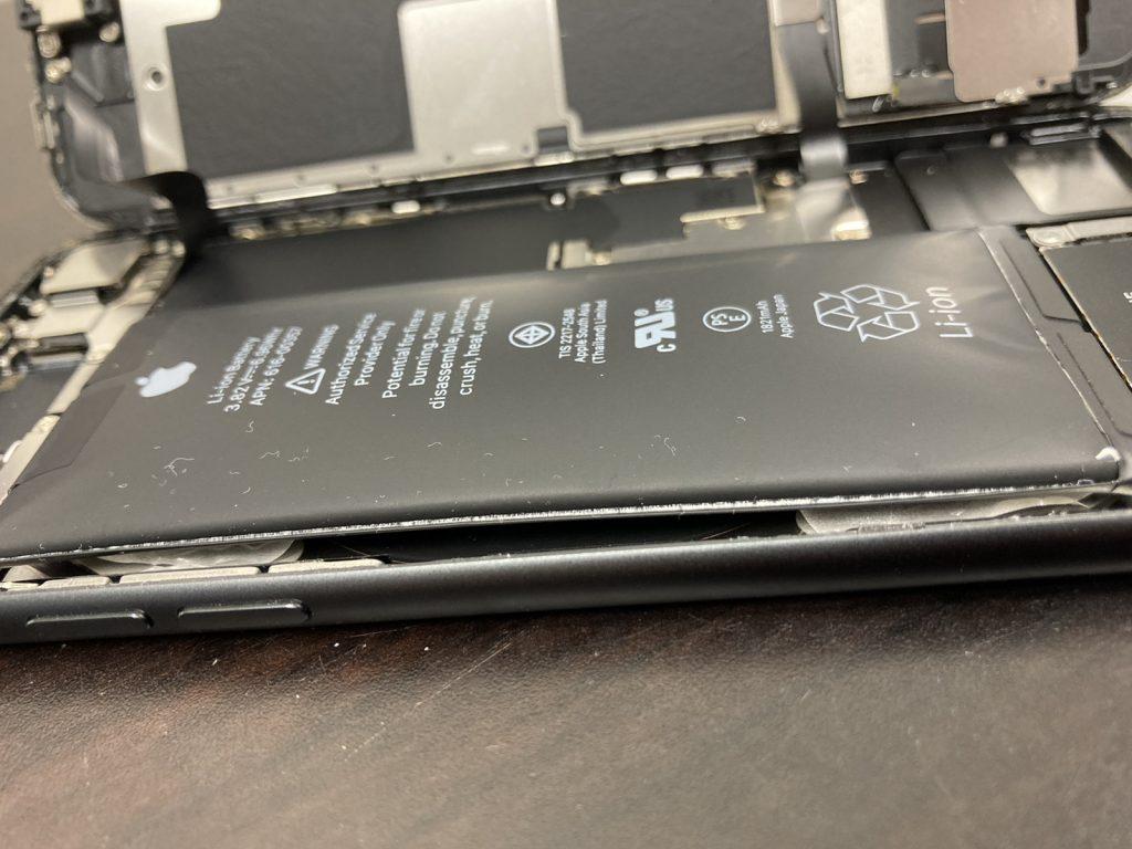 iPhone 8 バッテリー交換 バッテリー膨張 修理 新宿