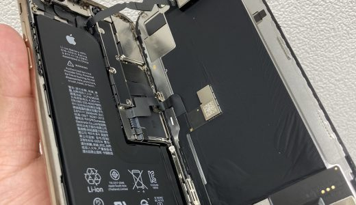 【iPhone Xs】縦線が入っている液晶の交換修理実績(新宿店)
